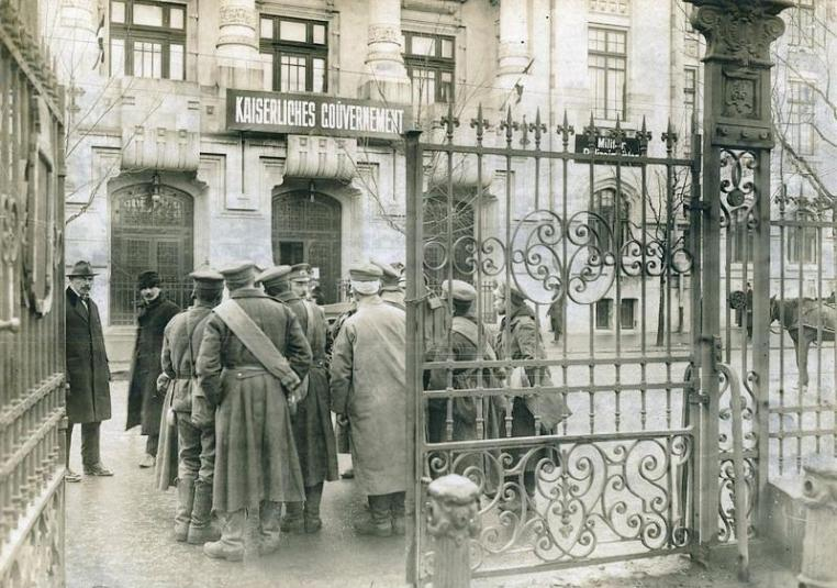 Everyday life in a Romanian city during the German occupation