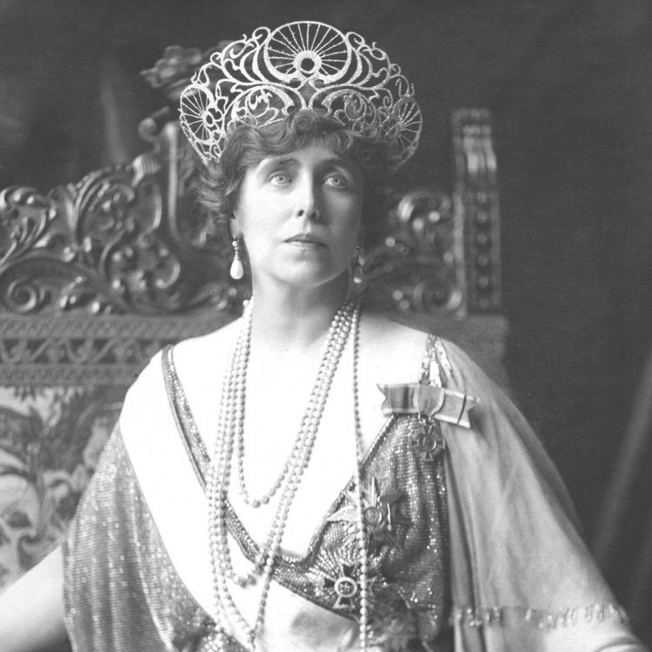 Queen Mary of Romania, the woman behind Romanian front, in the Communist Historiography: between Criticism and Eulogy