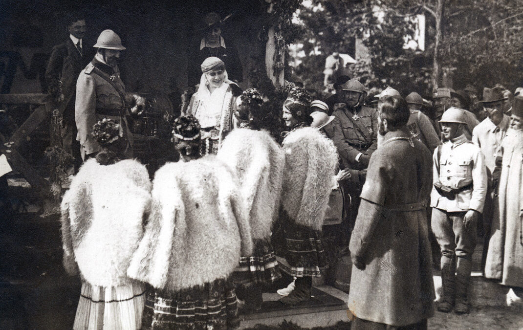 The visit of the Royal Family in Câmpeni, at the tomb of Avram Iancu